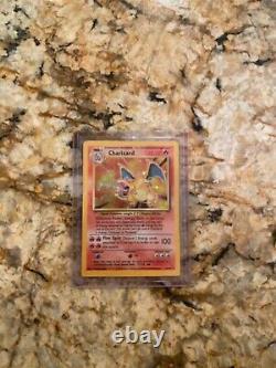 1995 Pokemon Base Set Charizard 4/102 Holo Très Rare Légèrement Endommagé Psa 6/7