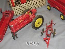 Vintage Tru Échelle M Tracteur Grange Avec Boîte Tres Rare Set Plough Spreader Disc